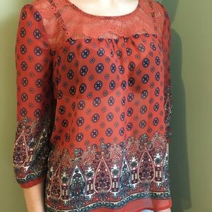 Blouse with lace finish